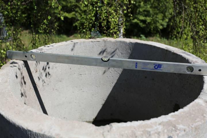 Декоративный колодец-пруд из бетонного кольца