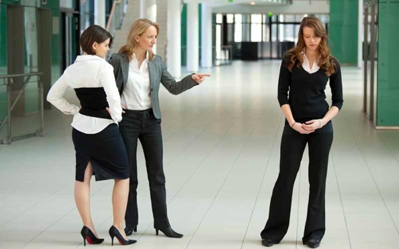 Травля на работе: Как не стать жертвой моббинга