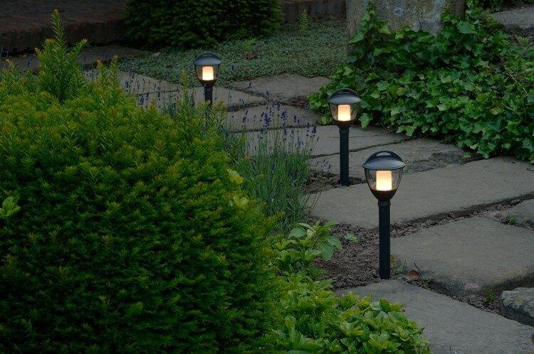 Светильники на солнечных батареях для газона