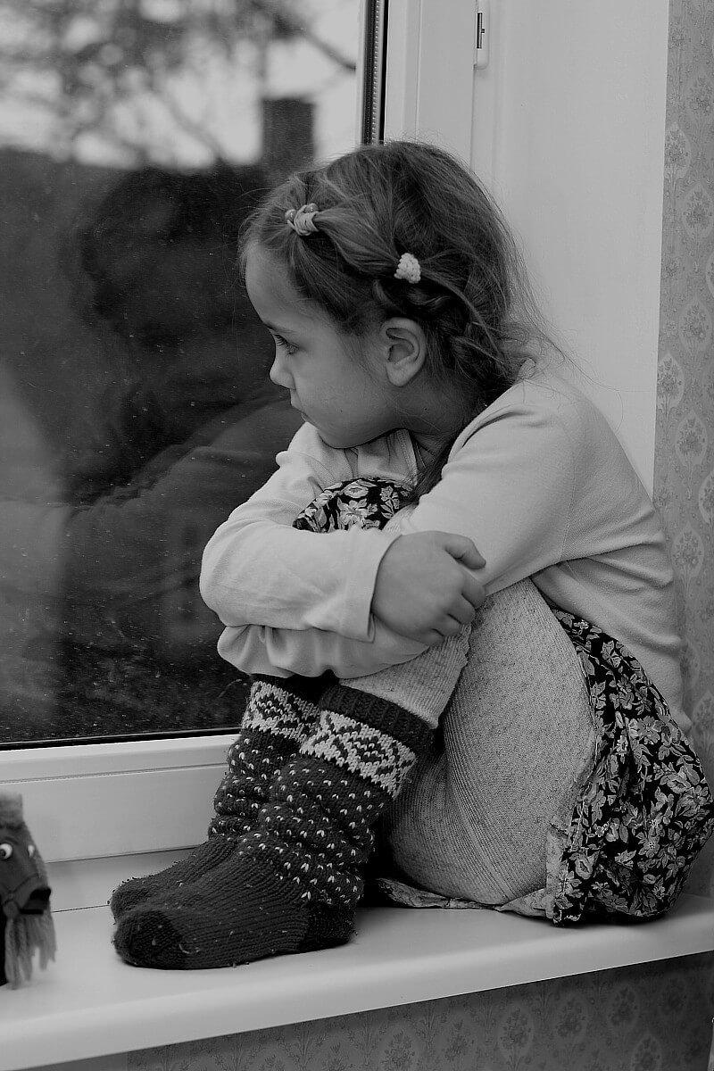 грустные картинки с маленькими блондинка наделена уникальной