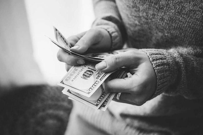 У кормушки: Почему взрослым детям нужны деньги родителей?