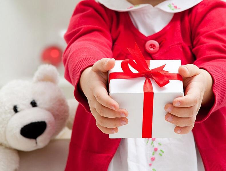 Что ты мне купила? Дарить ли  детям подарки без повода