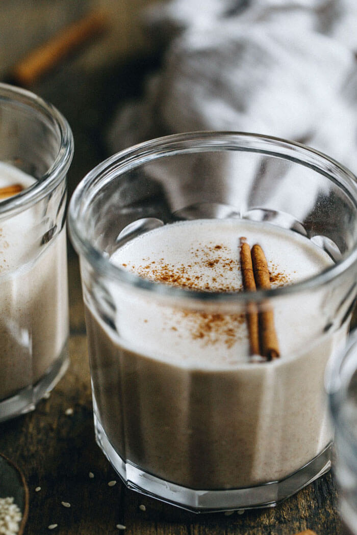 Кунжутное молоко для здоровья костей и суставов