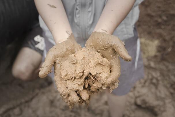 Кирпич из глины своими руками: Существенная экономия строительства