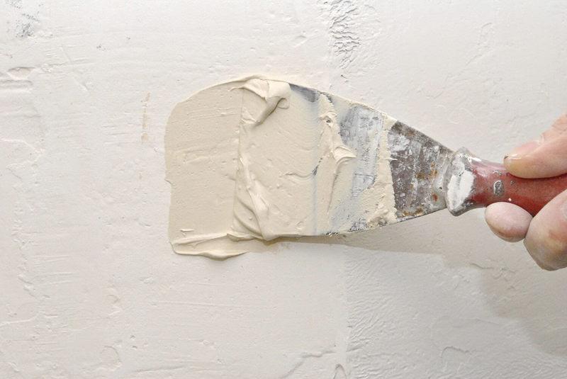 чем заделать щели в стене из бетона