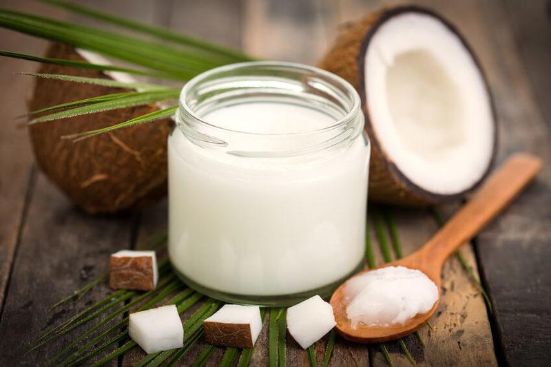 15 причин держать кокосовое масло под рукой в ванной комнате