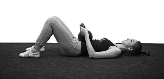 Избавляемся от жира на животе: 2 эффективных упражнения по Бубновскому