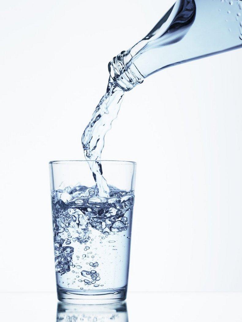Стакан воды натощак может ослабить симптомы двух десятков заболеваний!