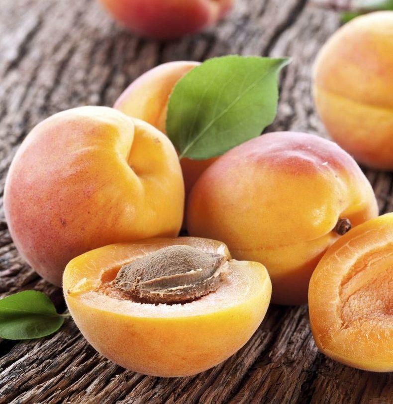 Почему полезно есть абрикосовые косточки