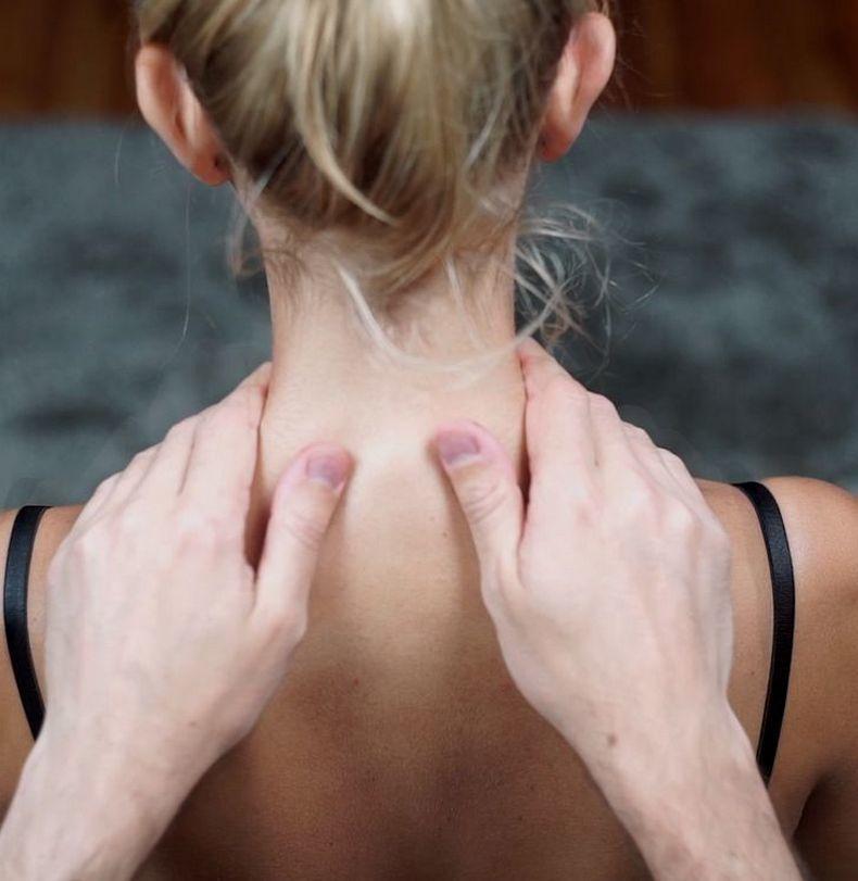 Упражнения, которые продлят молодость вашей шеи