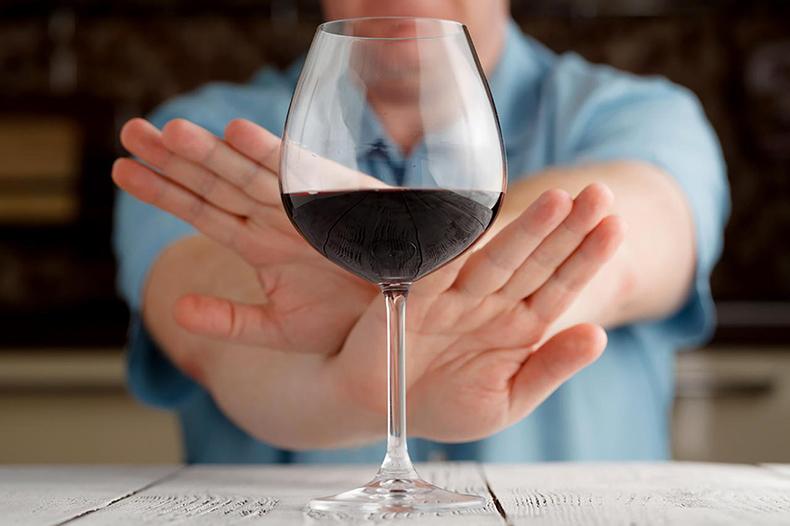 Вам пить нельзя: 9 тревожных признаков непереносимости алкоголя