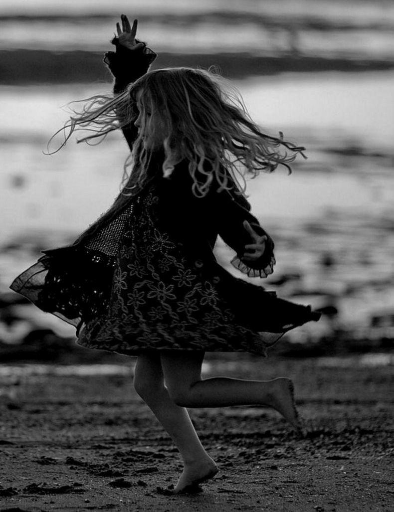 Почему иногда нас раздражает детская радость