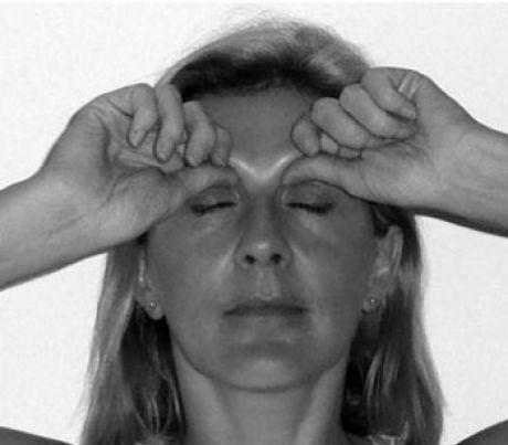 5 магических точек: Избавляемся от отеков и морщин простым нажатием