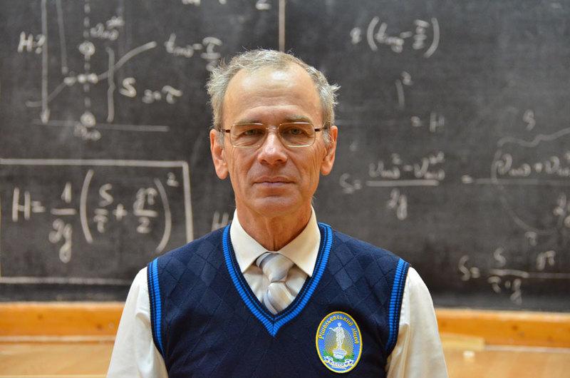 Учитель записал более 400 бесплатных видеоурока по физике