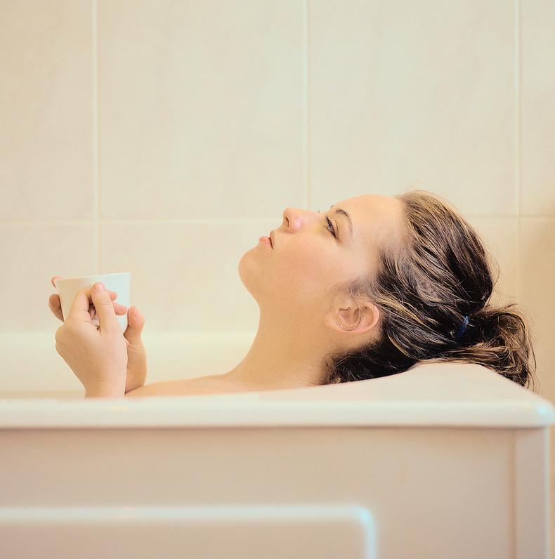 Оздоровление по Залманову: Как правильно принимать скипидарные ванны