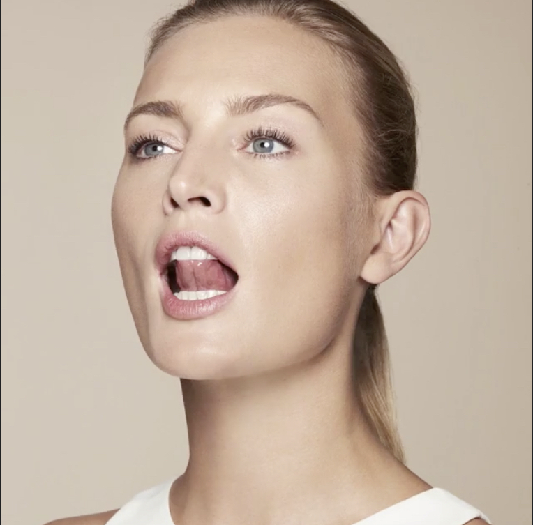 Идеальный овал лица: упражнения на угол молодости