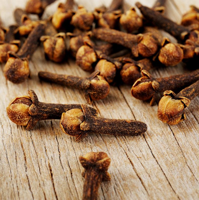 Как избавиться от паразитов с помощью гвоздики и семян льна