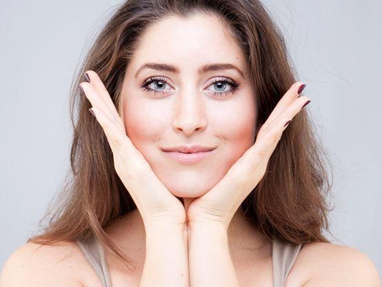 Без пластики и уколов: 5 упражнений на каждый день, которые подтянут лицо
