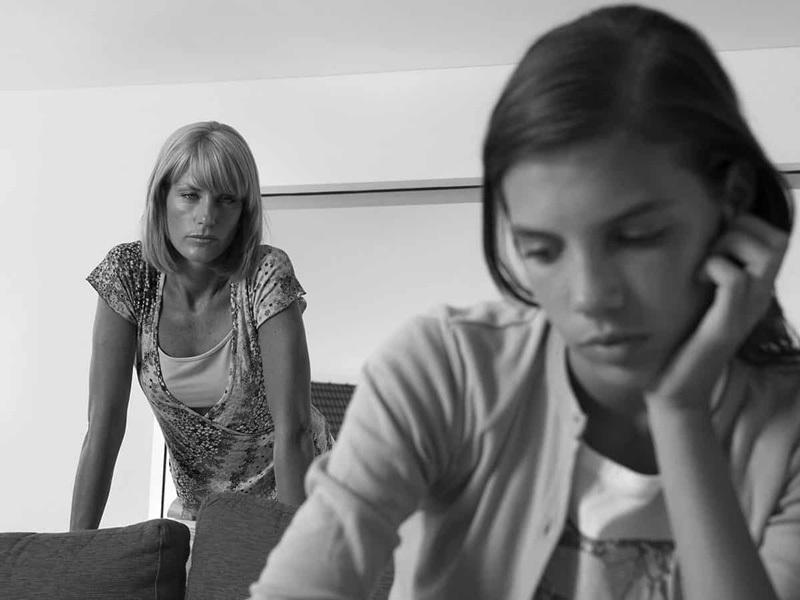 Горькие истины, которым нелюбящие матери учат своих дочерей