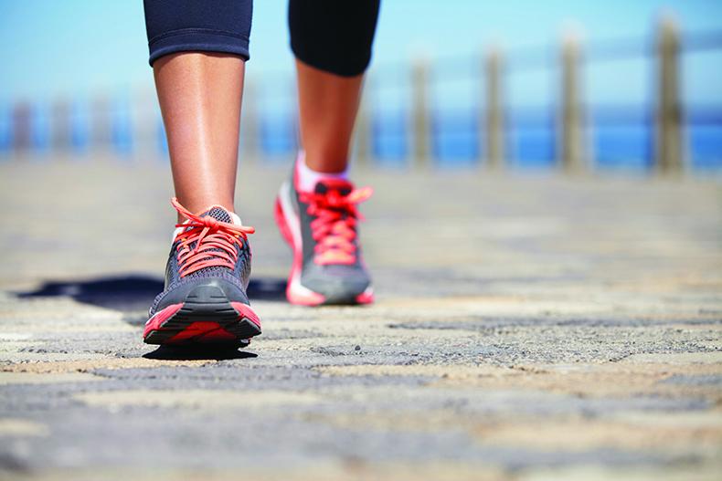 Быстрая кардио-тренировка, которую можно выполнять на улице