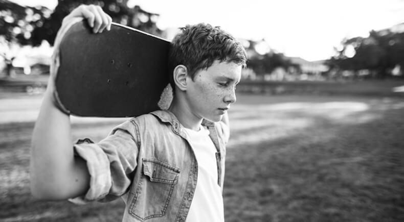 Почему подростки злятся на родителей? Почему так происходит?