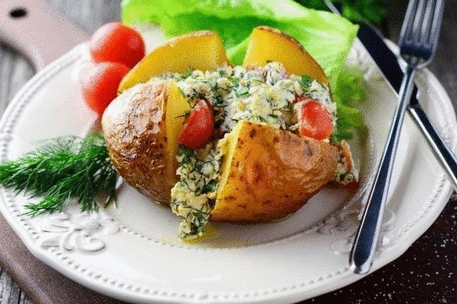 Печеный картофель с творогом и помидорами черри