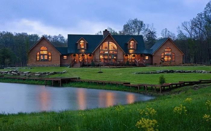 Деревянные дома могут быть настоящими поместьями