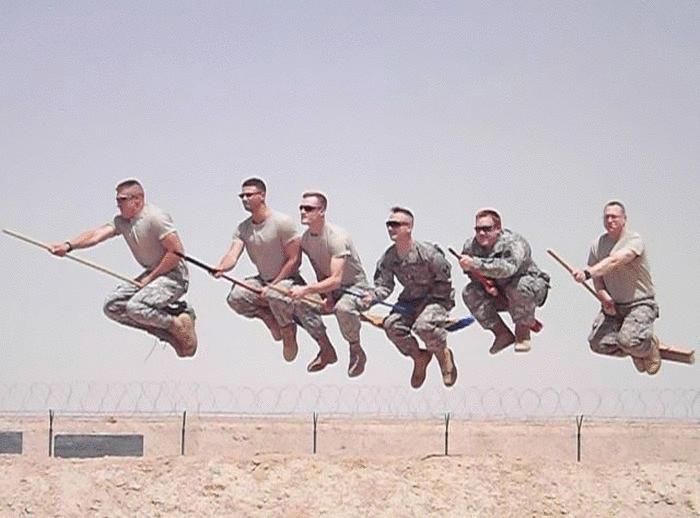 Солдаты играют в квиддич.