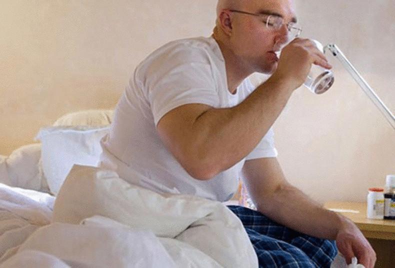Стакан воды на ночь позволяет избежать инсульта и сердечного приступа
