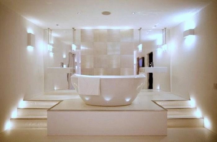 Светлая ванная в современном стиле