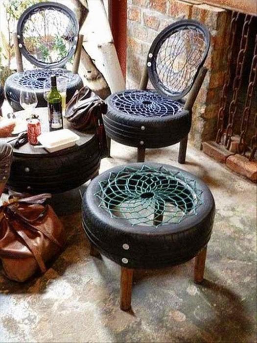 Оригинальный способ превратить старые покрышки в стулья.