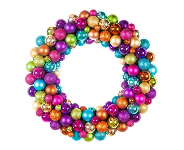 Венок из разноцветных шариков отлично подойдет для украшения детской комнаты