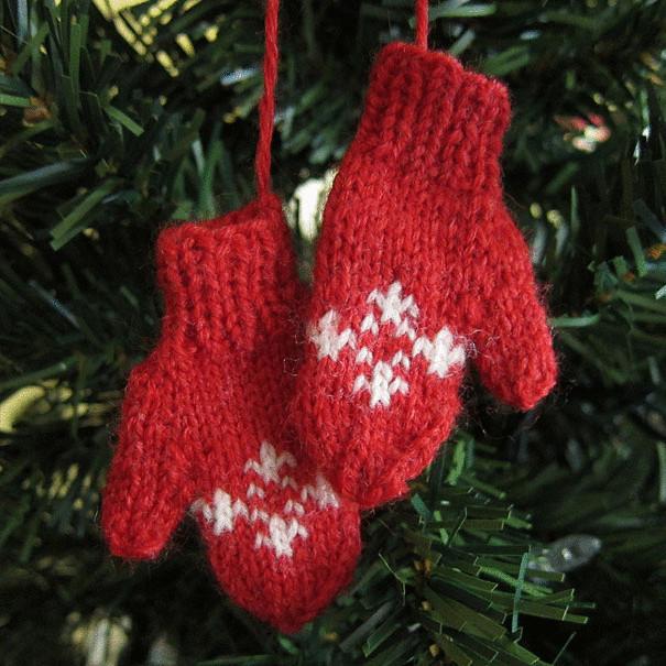 Новогодние украшения своими руками - маленькие варежки