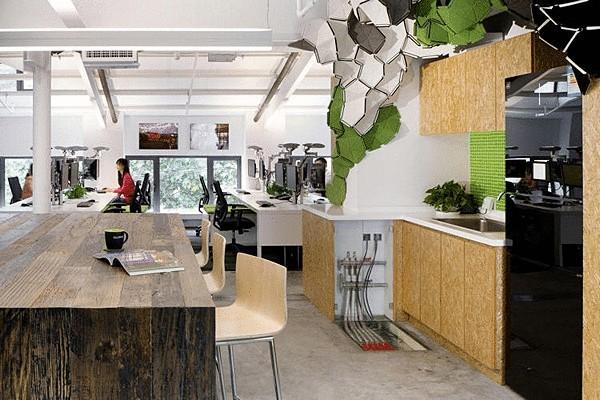 Зелёный офис в зелёном лесу