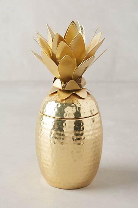 Забавный золотой ананас.