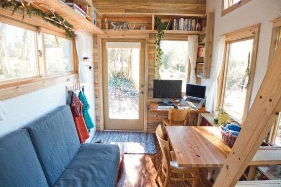 Маленький эко дом на колесах меньше