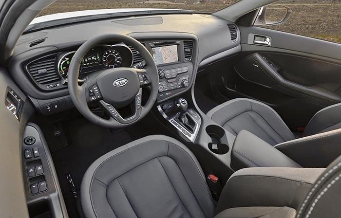 Салон Kia Optima T-Hybrid.