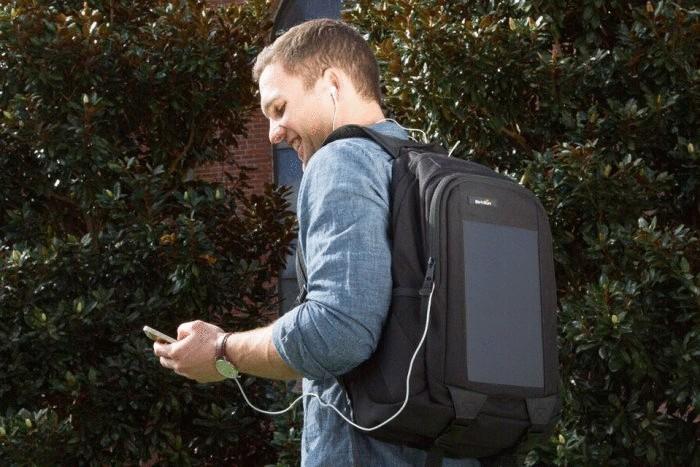 Рюкзак, с помощью которого можно зарядить смартфон или плеер.