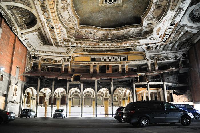 Парковка в мичиганском театре в Детройте