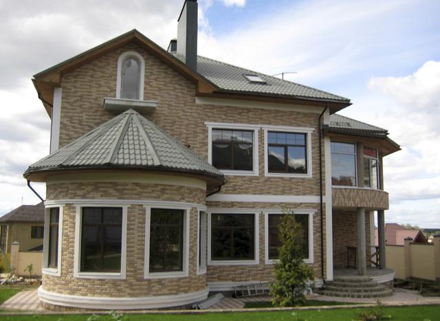 К преимуществам строительства дома из пенобетона (газобетона) можно отнести: стены из пенобетона (газобетона) огнеупорны; материал стен не подвержен гниению