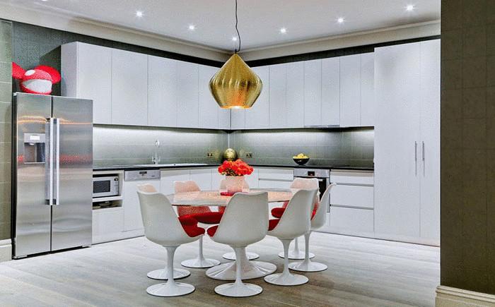 Зона кухни и столовой
