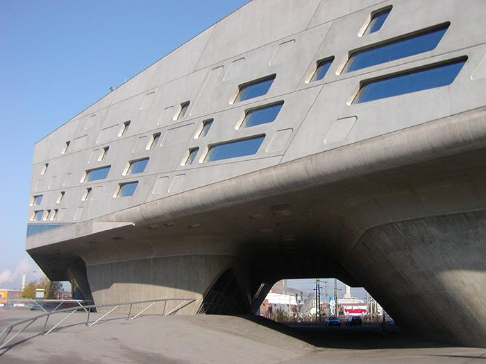 Торжество кривых линий: 15 самых впечатляющих проектов Захи Хадид