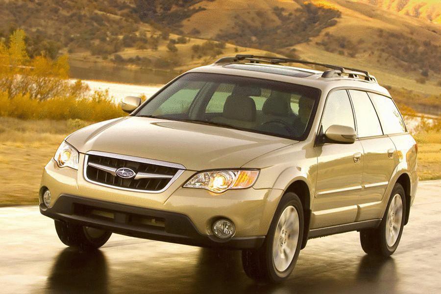 Subaru Legacy. Хоть универсалы этой марки не так хорошо представлены в России как седаны, но именно им можно со спокойной совестью доверить свою жизнь.