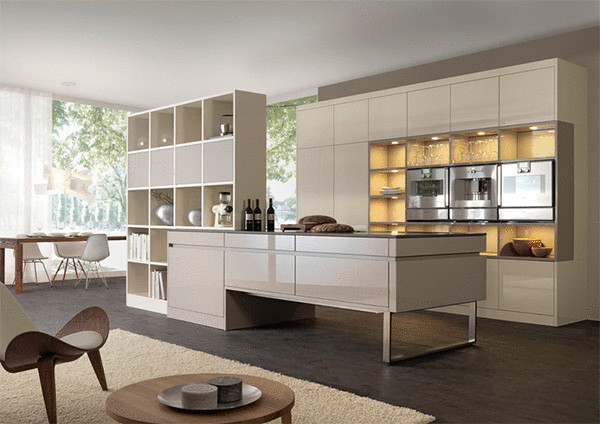 Современный интерьер кухни от Divine Kitchens LLC.