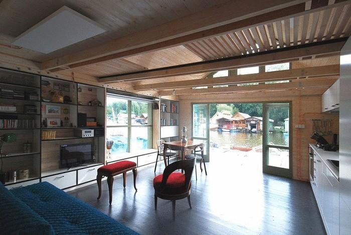 Дом на воде площадью 37 кв. метров.