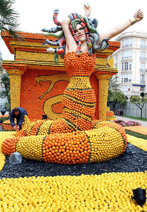 Скульптуры из лимонов и апельсинов на фестивале в Ментоне