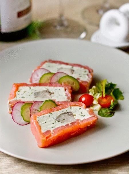 Террин из красной и белой рыбы со сливочным сыром